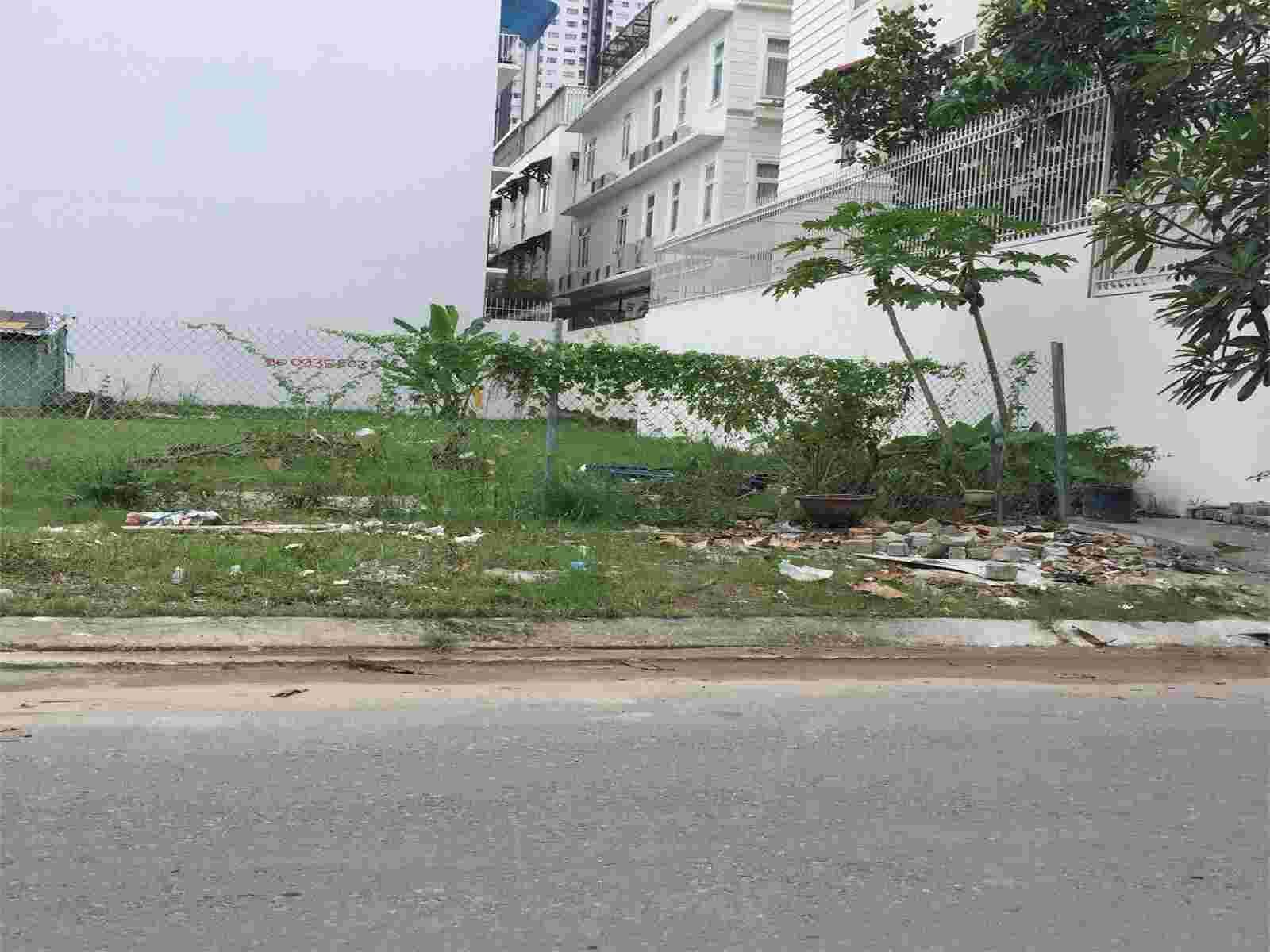 Bán đất biệt thự Him Lam Kênh Tẻ quận 7 giá 140 triệu/m2, cách hồ Sinh Thái khoảng 40m, diện tích 200m2. LH: 0913.050.053