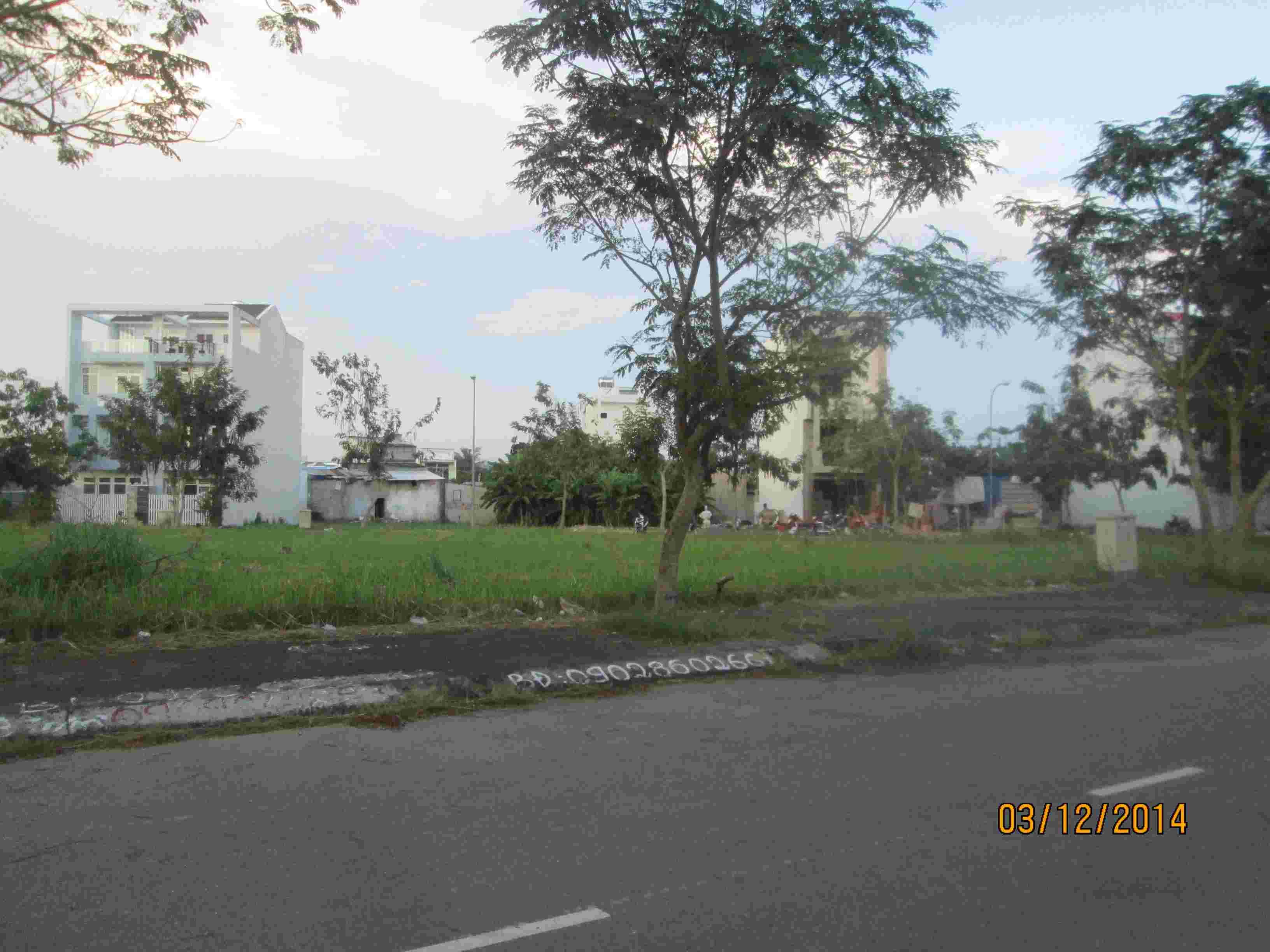 Bán đất nền biệt thự Sadeco Phước Kiển A, mặt tiền đường 16m, lô F6, 200m2, giá 52 triệu/m2. LH:0913.050.053