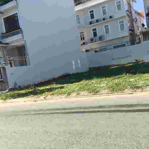 Bán đất nền nhà phố Him Lam Kênh Tẻ, lô góc 2 MT đường số 5, dien tich 127.5m2, lô T1, giá 170 triệu/m2. Lh: 0913.050.053