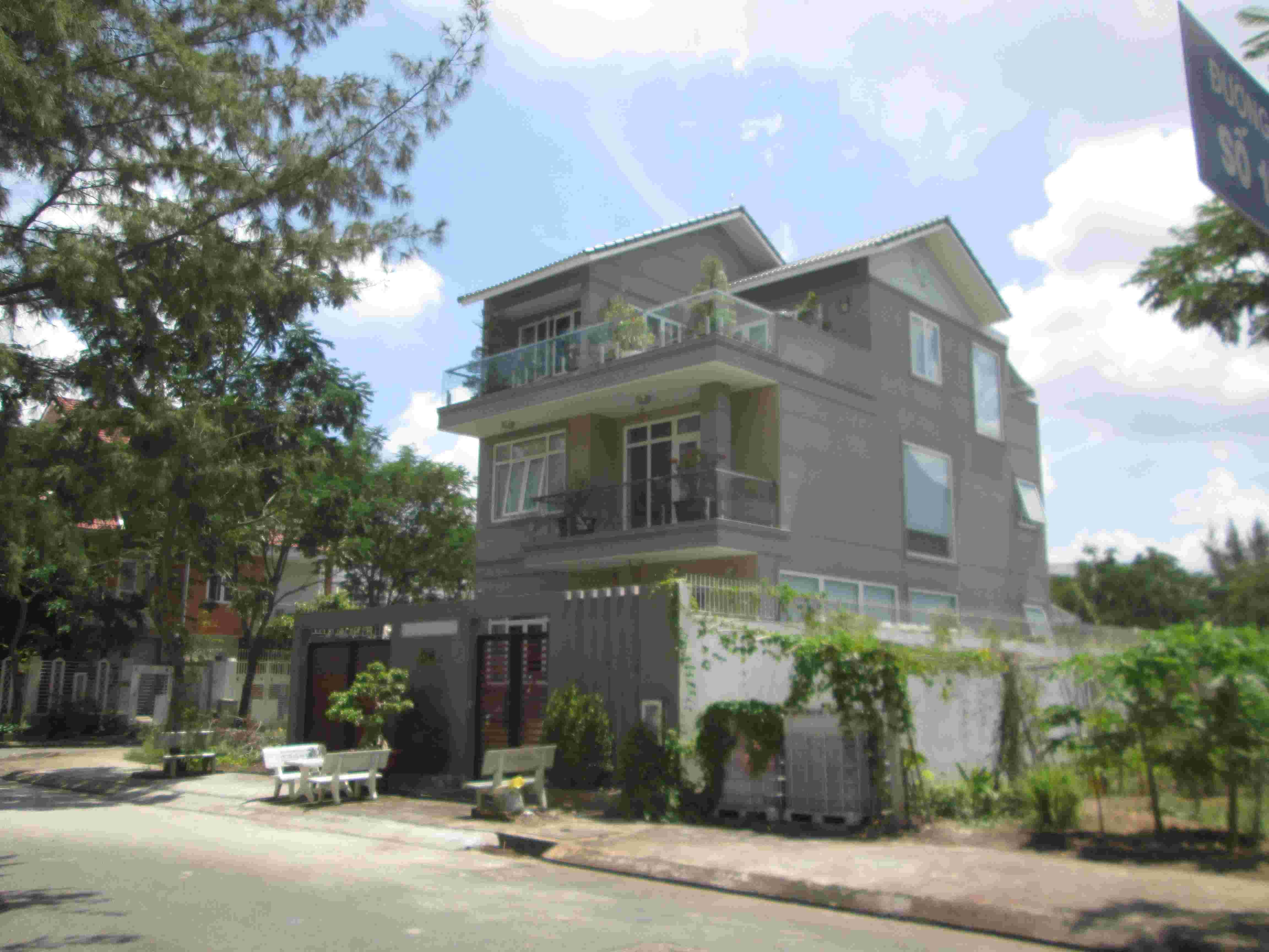 Bán gấp nền đất biệt thự Sadeco Phước Kiển A, 190m2, giá 70 triệu/m2. LH: 0913.050.053