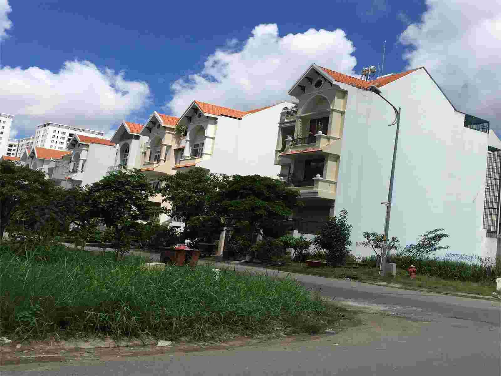 Bán lô góc 2 mt Him Lam Kênh Tẻ giá rẻ nhất thị trường, nền T1, diện tích 127.5m2, giá 165 triệu/m2,  mt đường số 5 và đường số 14. LH: 0913. 050.053