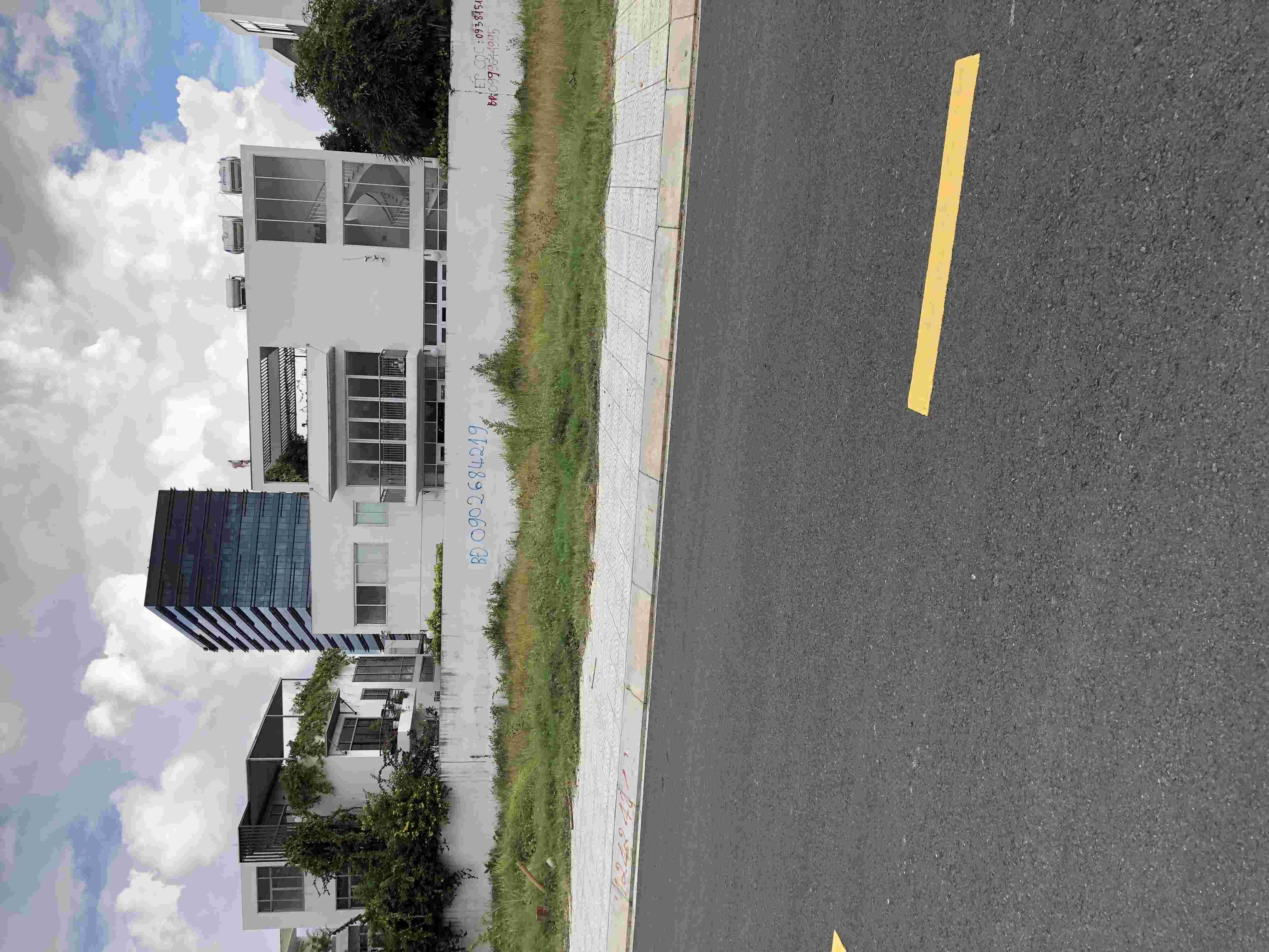 Bán nền đất biệt thự dự án Sadeco Nghỉ Ngơi Giải Trí giá rẻ 80 triệu/m2, nền B1-08, diện tích 300m2. LH: 0913.050.053  Mr Huynh.