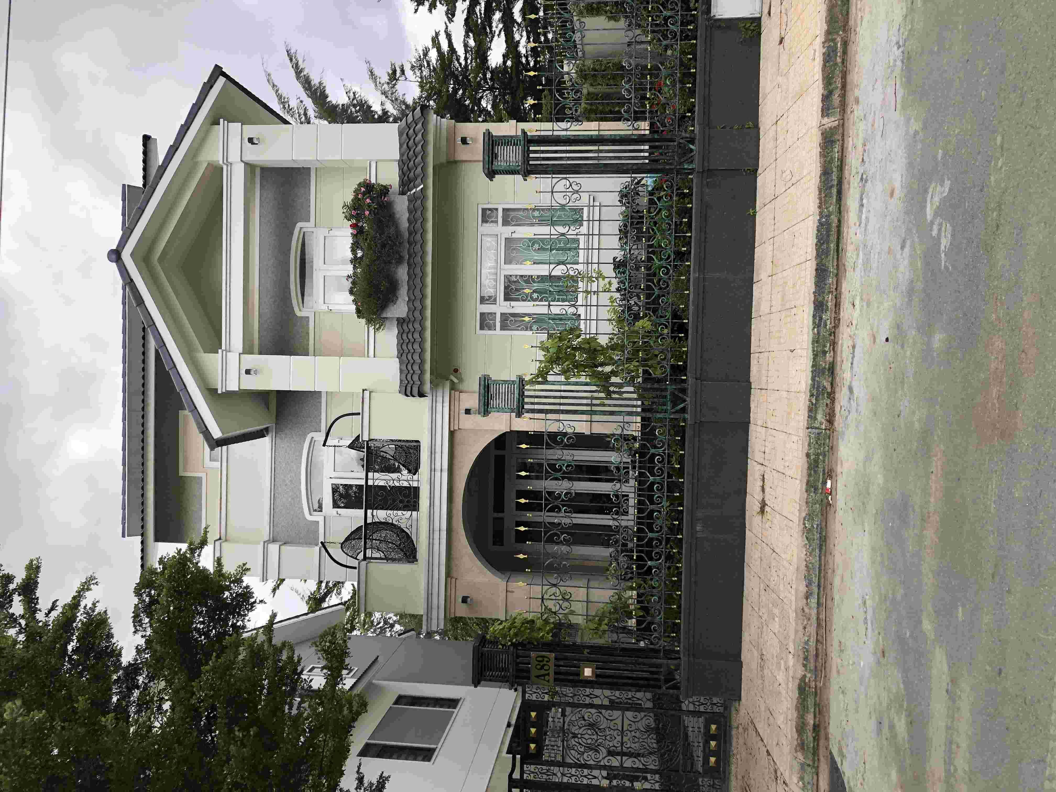 Bán nhà biệt thự Sadeco Nghỉ Ngơi Giải Trí giá rẻ 26 tỷ,  để lại nội thất, View Công Viên. LH: 0913.050.053