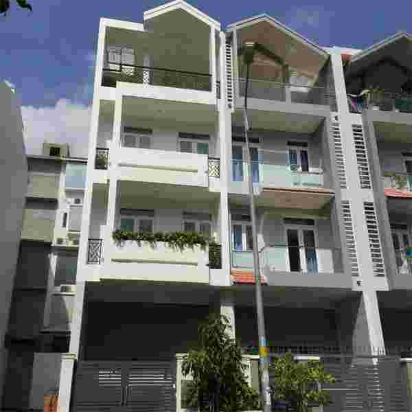 Bán nhà phố Him Lam Kênh Tẻ giá rẻ 18 tỷ,  đường số 20, vị trí đẹp, nội thất đầy đủ. LH: 0913.050.053   Mr Huynh.