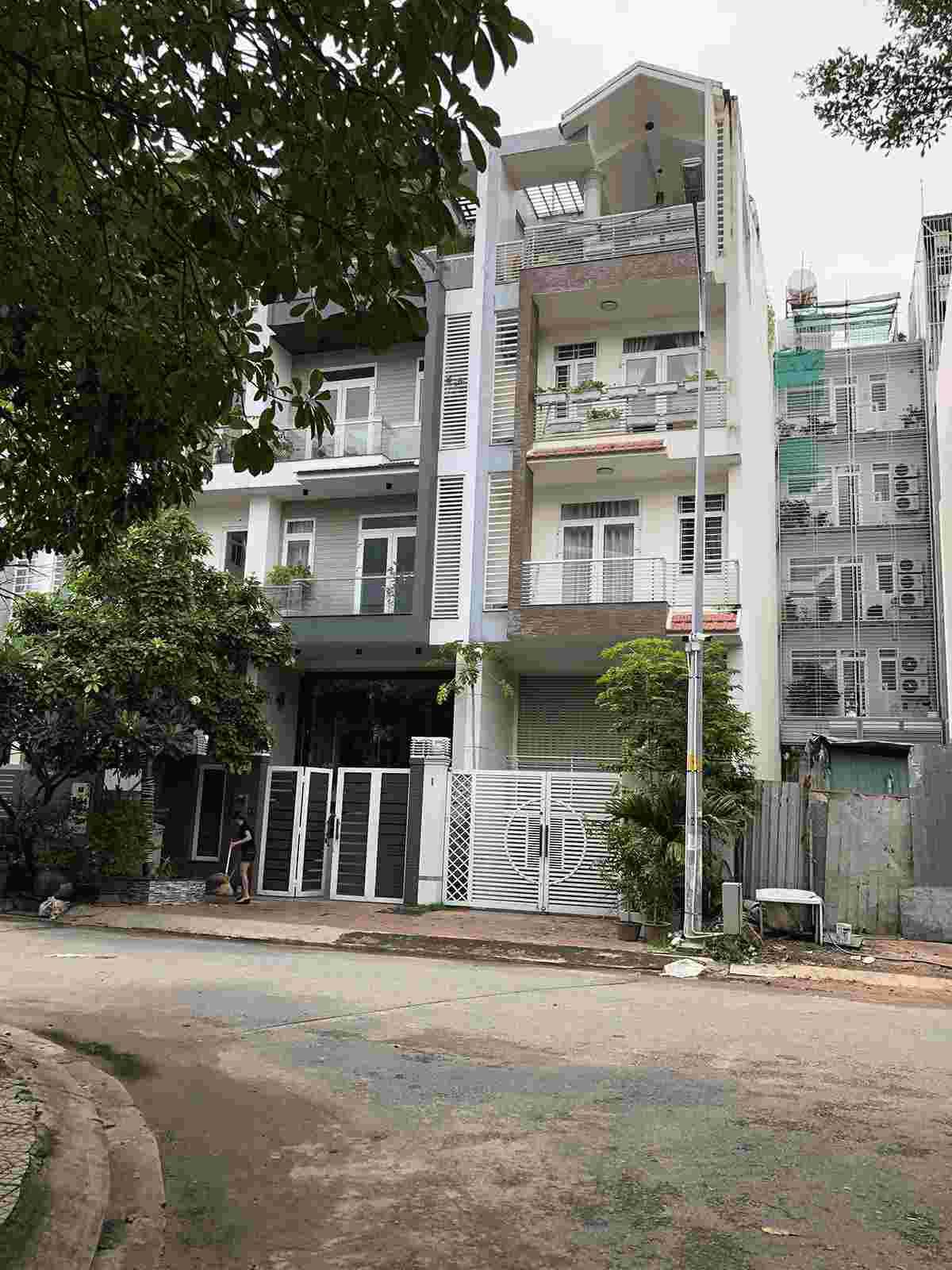 Bán nhà phố khu dân cư Him Lam Kênh Tẻ Quận 7 giá 17.5 tỷ, chỉ cách Sunrise khoảng 200m, vị trí đẹp, tiện kinh doanh. LH: 0913.050.053