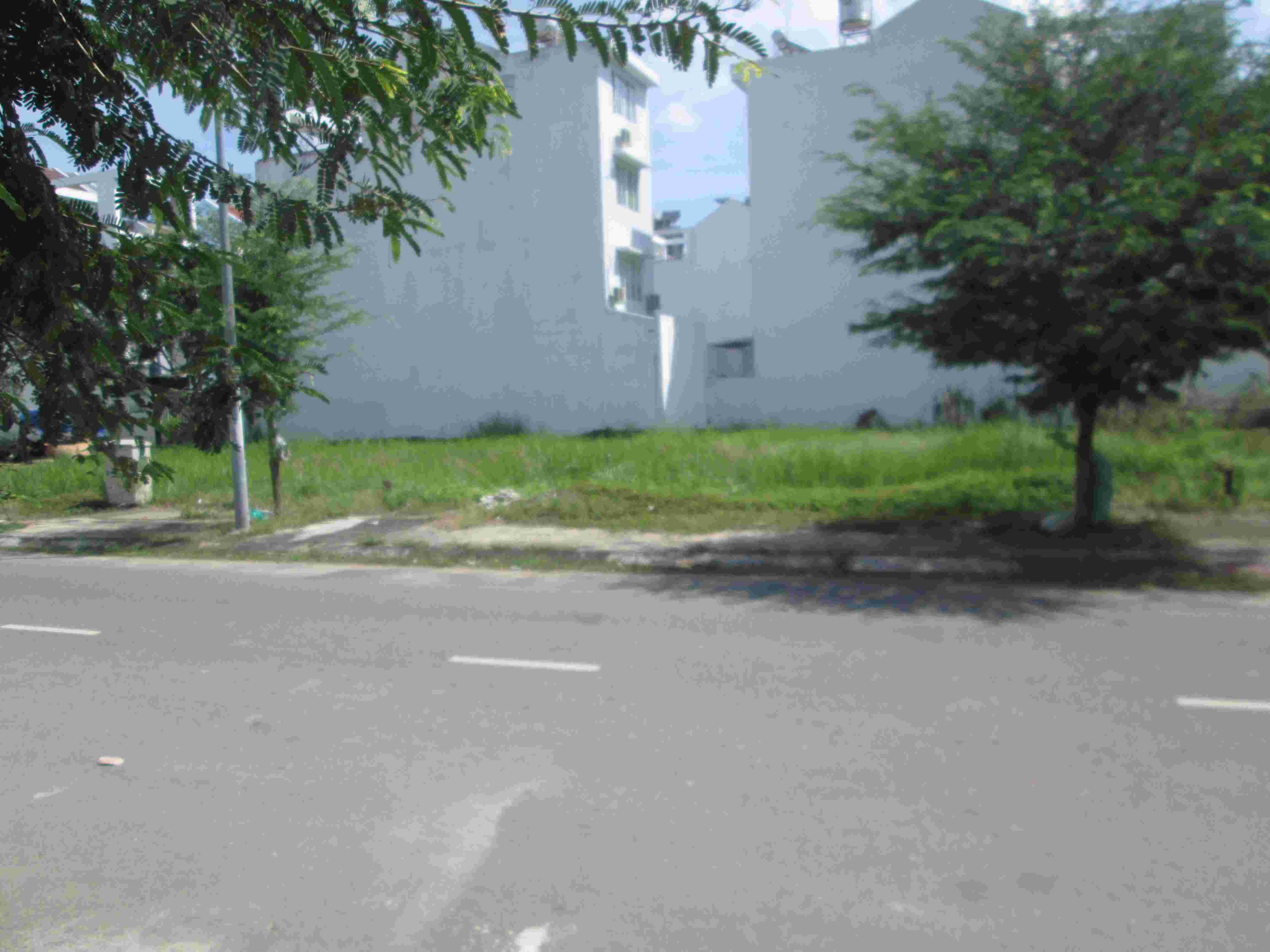Cần bán gấp đất nền nhà phố  Sadeco Phước Kiển A, 95m2, lô W27, sổ đỏ 2015, giá 6 tỷ. LH: 0913.050.053