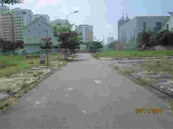 Cần bán nền đất nhà phố Sadeco Nghỉ Ngơi Giải Trí Quận 7 giá 135 triệu /m2, đường 16m, diện tích 132m2 ( 6x22m), vị trí cực đẹp, cách Lê Văn Lương 50m. LH: 0913.050.053  Mr Huynh
