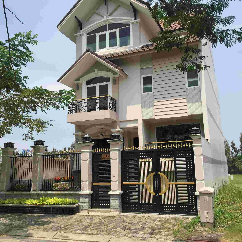 Cần bán nhà khu B làng Đại Học giá cực hot, giá 15.6 tỷ, nằm trên đường thông ra Lê Văn Lương, nhà mới xây. LH: 0913.050.053