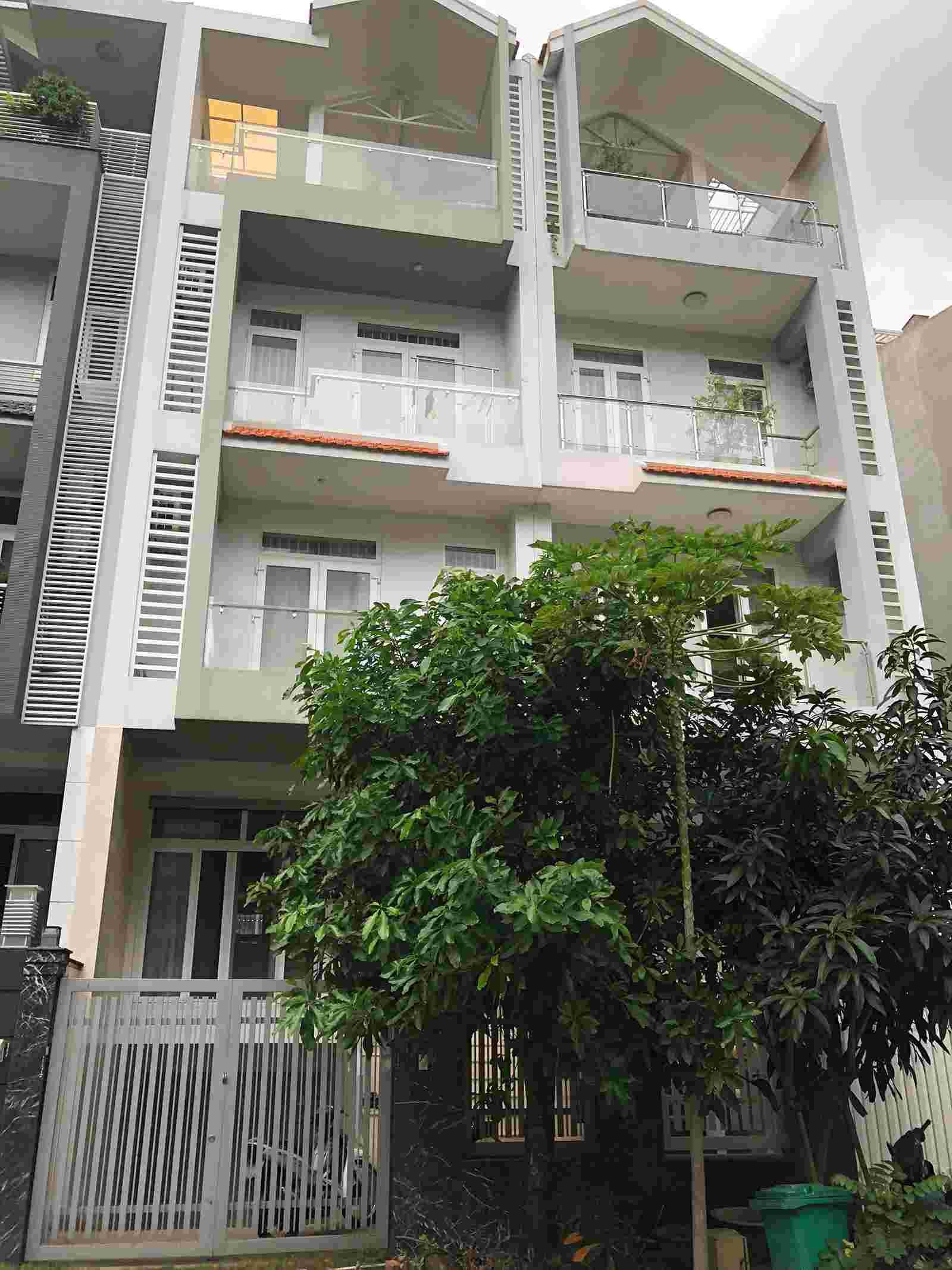 Cần bán nhà phố khu tái định cư Him Lam Kênh Tẻ, mặt tiền đường D4, 1 hầm, 1 trệt, 2 lầu, nội thất cơ bản, 20.5 tỷ. LH: 0913.050.053